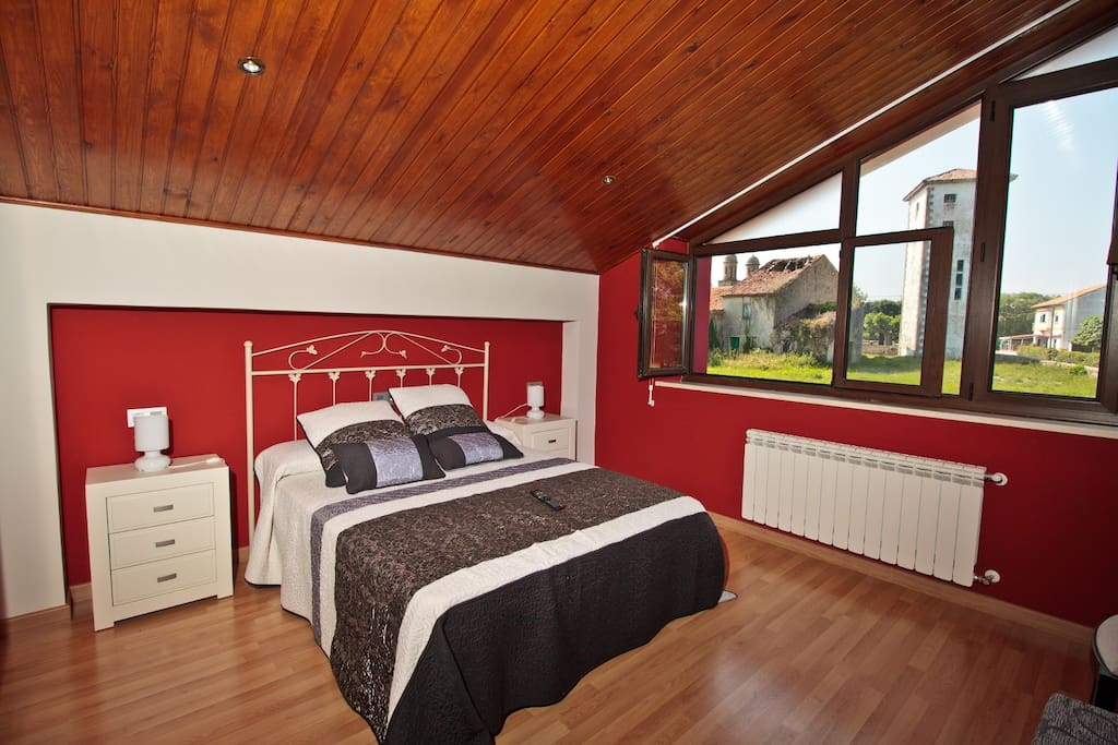 Cada una de las habitaciones tienen vida propia con colores llamativos.