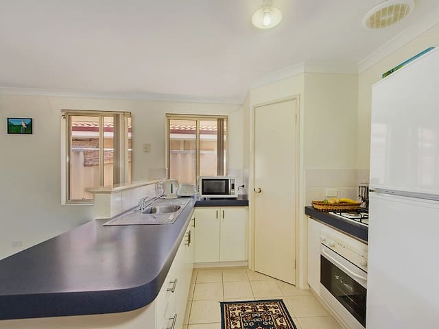Private room, great location - Queens Park