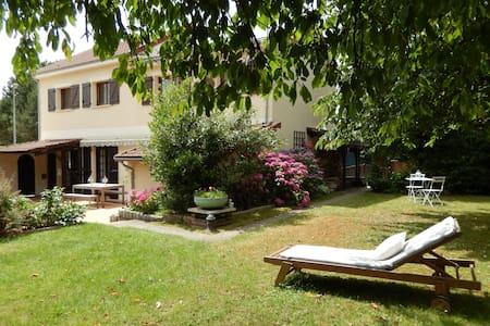 Chambres d'hôtes avec spa près de Vaux le Vicomte. - Réau