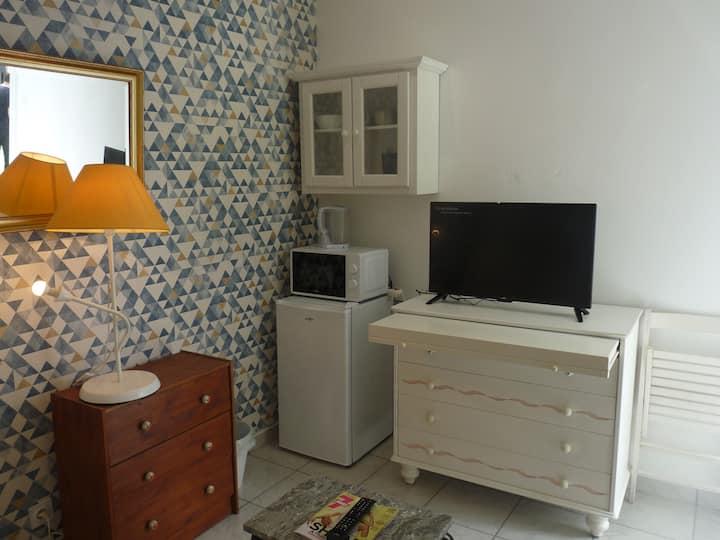 Petit studio neuf indépendant avec jardin