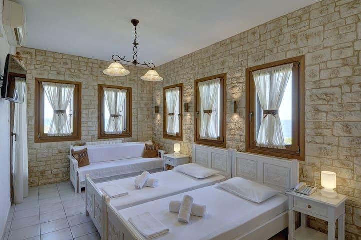 Standard Triple Room (AirBnB)