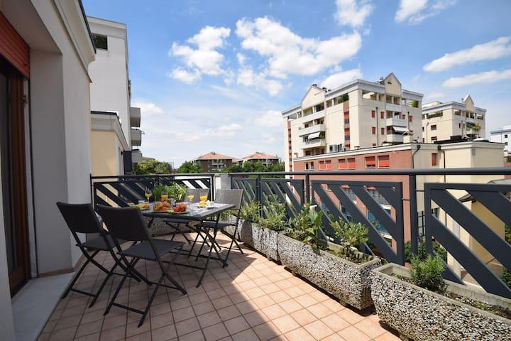 Appartamento con terrazza comodo per il centro - パドヴァ - アパート