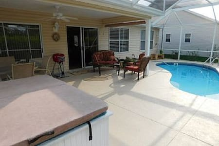 Chateaux De Gavin a Beautiful Pool Home w/Hot Tub - The Villages