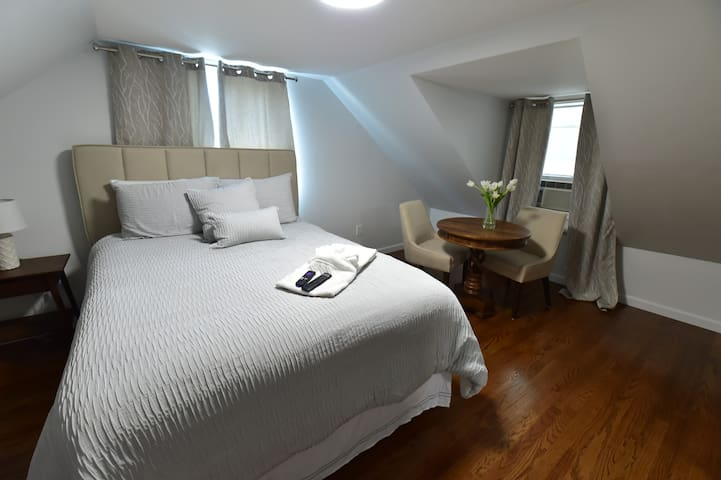Stuning bedroom in Revere 15 minutes to downtown
