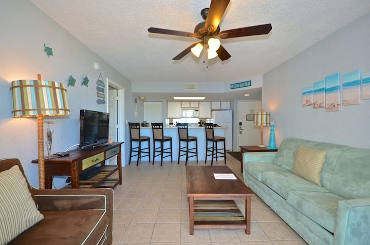 Welcoming Sunrise Suites condo w/ balcony views, pool/hot tub- dog-friendly