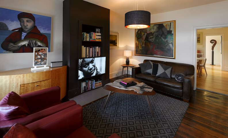 elan, luxury art accommodation - Hobart - Apartment