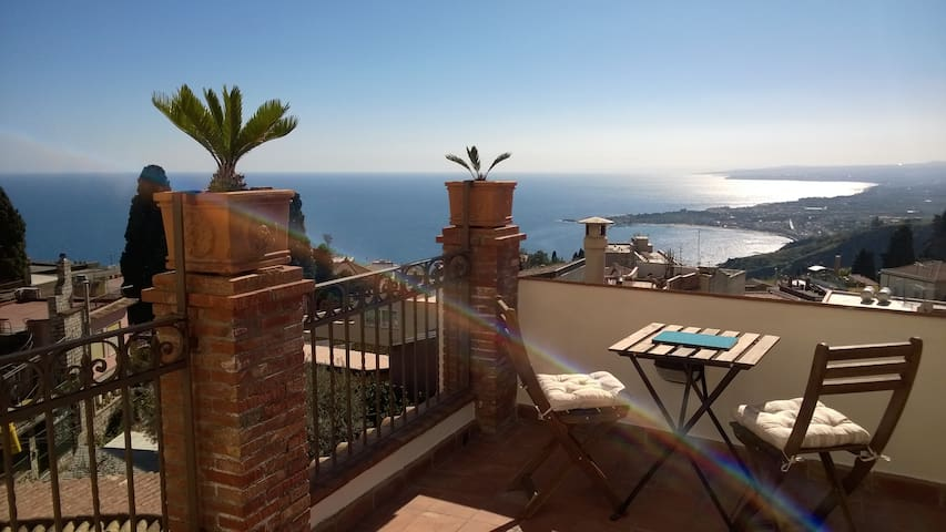 Relax in the heart of Taormina - La Terrazza B&B