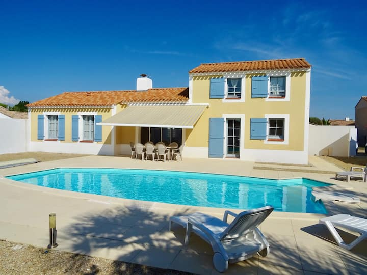 Large villa for 8 people with swimming pool in Saint-Jean-de-Monts