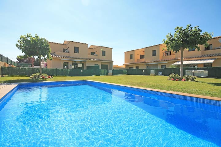 Rosa: A special holiday home in L´Escala