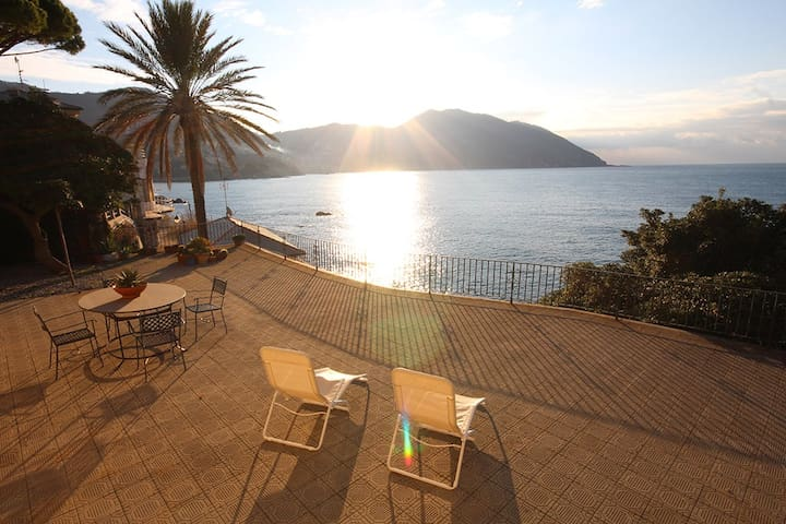 Terrace facing the sea. Swimming a step from home. - Recco - Villa