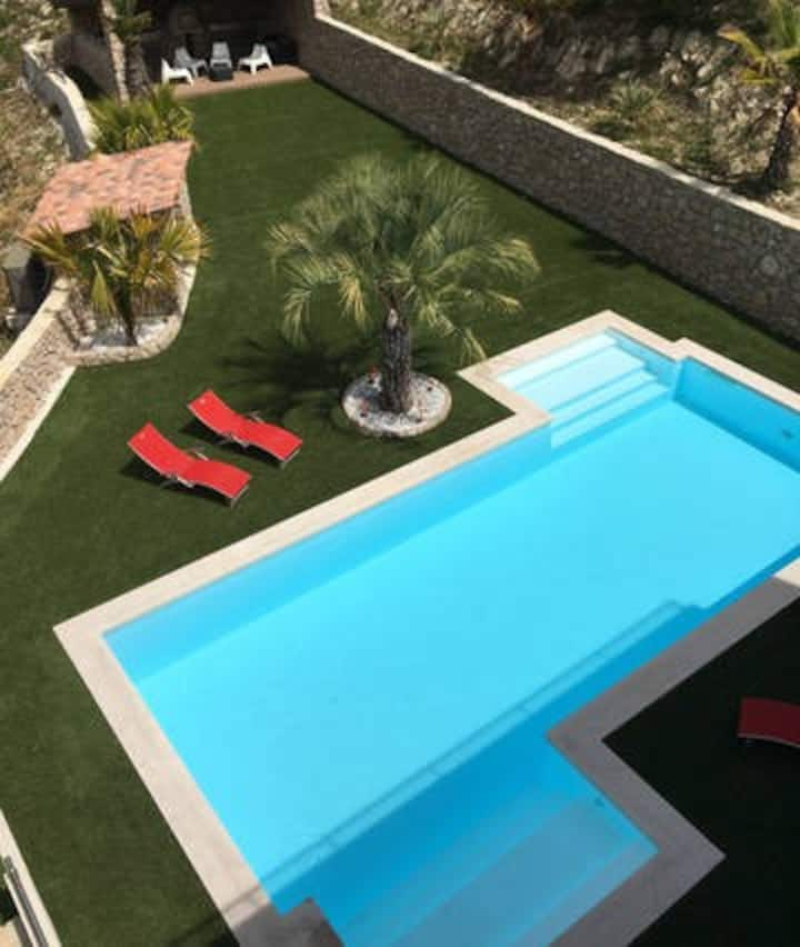 STUDIO (2 Personnes) PISCINE + TERRASSE + PARKING