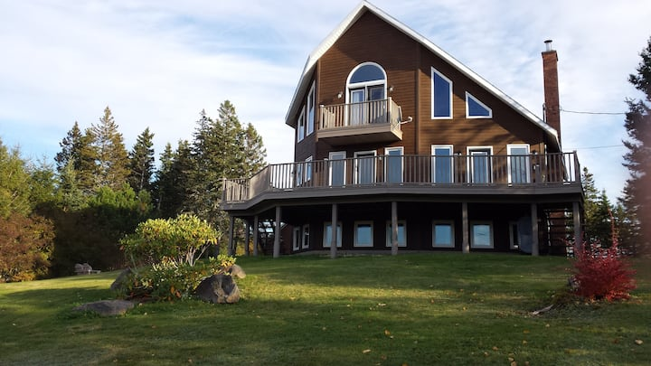 Kelly's View Chalet on Bras D'or Lakes