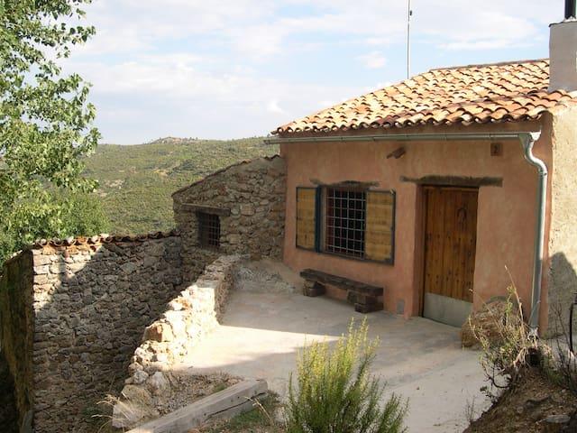 Casa de piedra y madera en Parque Natural Yeste