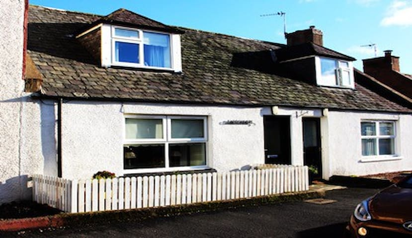 PRETY COTTAGE IN EDZELL VILLAGE - GREAT LOCATION
