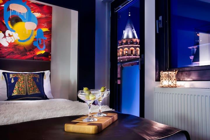 MODERN DESIGN ROOM