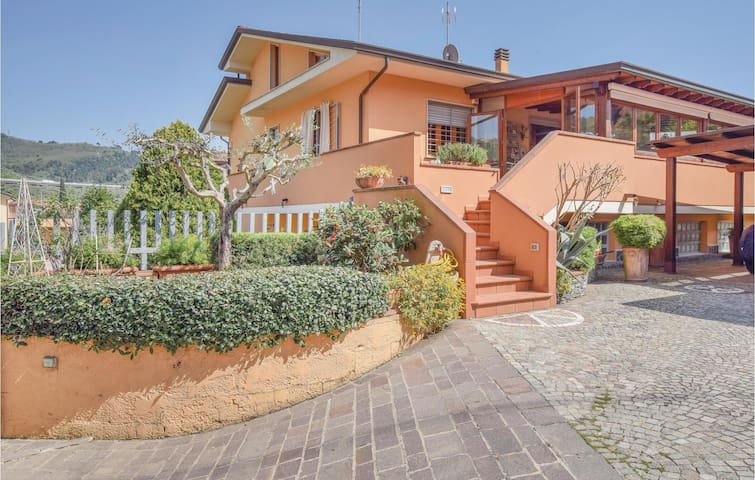 Semi-Detached with 4 bedrooms on 110m² in Massarosa LU