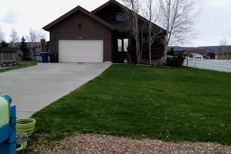 1st floor walkout/large home 3 br-bike/hike/ski - Kamas - Apartment