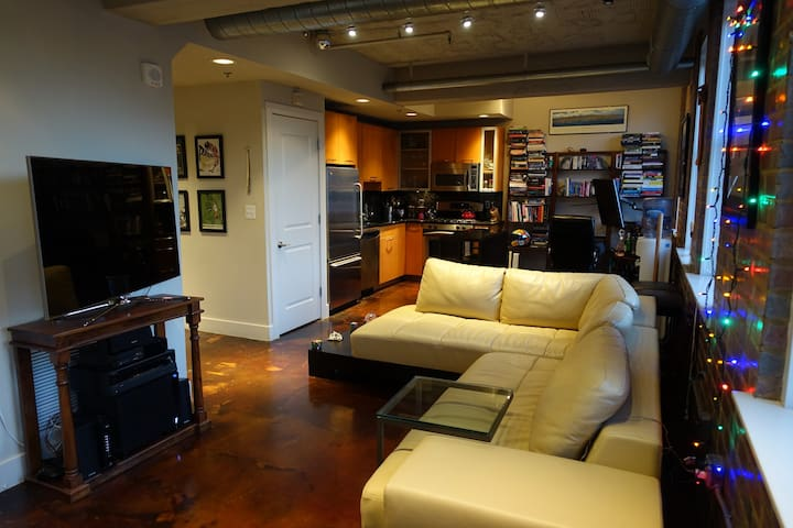 Luxury Red Brick Apartment with Puzzles - DC - Washington - Daire