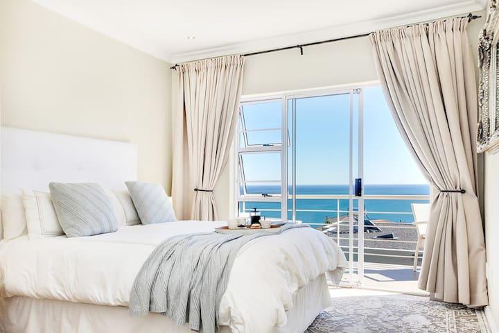 17 Oceana - Spacious penthouse, sunset ocean views