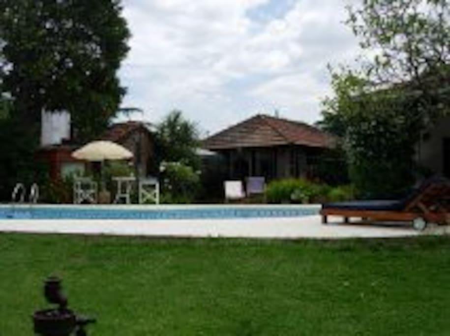 Habitacion en casa quinta jardin piscina quincho for Jardin quinta del sol