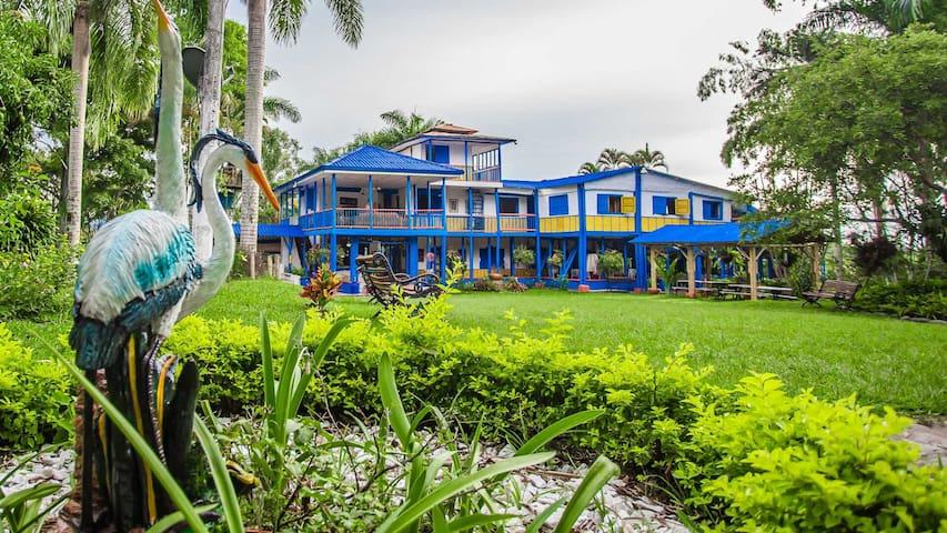 Mahavan Eco Aldea, Hostal Campestre Calarcá. - Calarcá - Villa