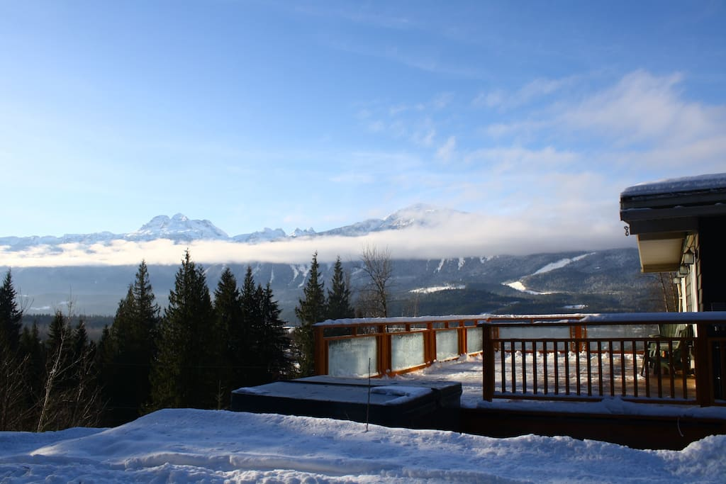 Basecamp Cabin - Incredible Views from the Large Deck