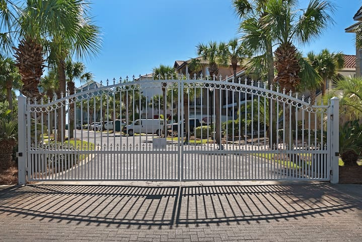 Mojo is located in a palm lined, gated, gulffront community.  It is the closest neighborhood on the gulfside of highway 98 to Destin Harbor.