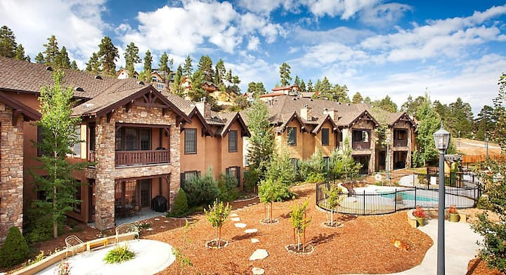 Book NOW - Amazing The Club at Big Bear Village CA