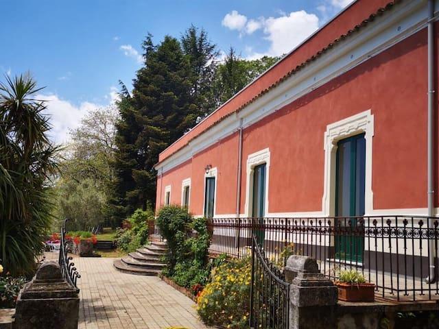 Don Michelino Etna house, villa immersa nel verde