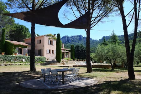 Provence, charming guesthouse 40 mn from the sea