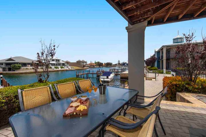 Waterfront Apartment with private jetty!