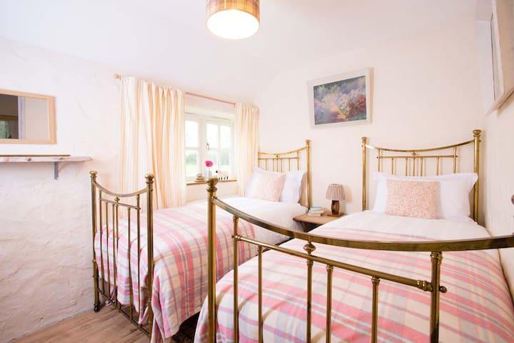 Bedroom 2 - twin room