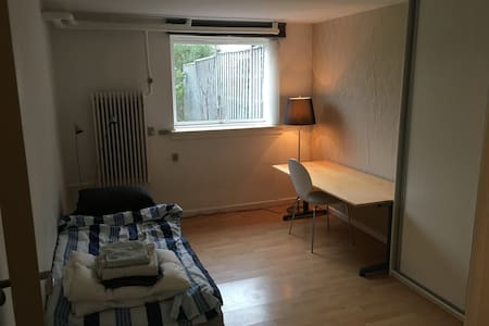 quietly room/free bikes/wifi - Gentofte - Huis