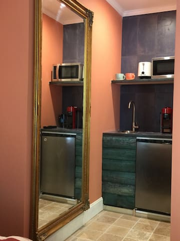 wet bar with fridge, sink microwave, toaster, coffee/espresso maker and electric kettle