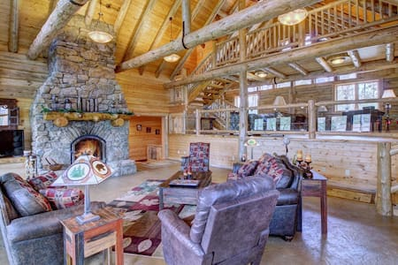 7000 sq ft water front home, dock, kayaks, theater