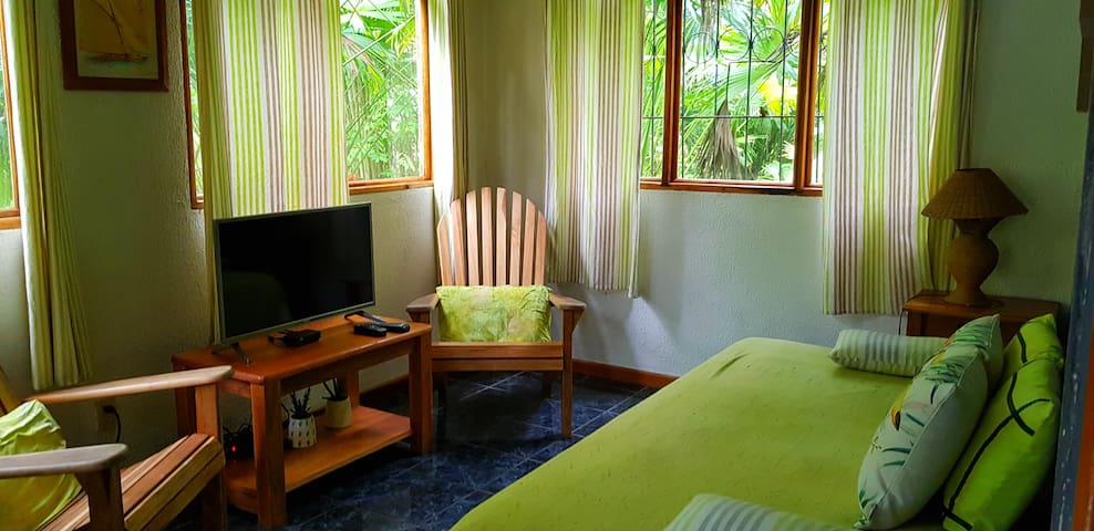 Living room with TV 3 Bamboo Ecolodge Cahuita