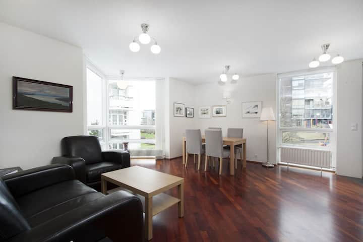 Bright 2BR apartment in centre