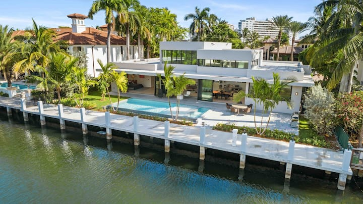 Luxurious Waterfront Dream Villa in Las Olas