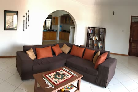 Lovely Hilltop Muyenga Apartment - Kampala