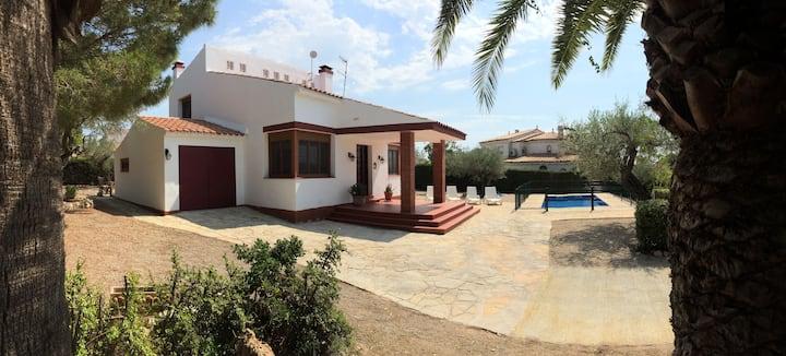 Villa avec piscine au bord de la mer