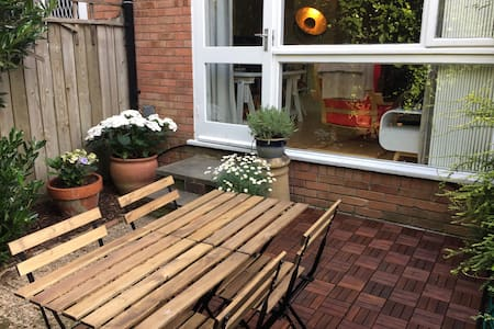 Spacious Studio with Garden in Ladbroke Grove - London - Apartment