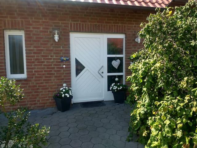Haus Idylle mit voll ausgestatteter Küche, Garten