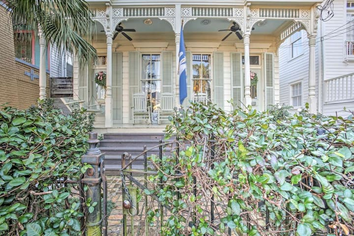 Heart of the City! | 1 BR Historic Hideaway