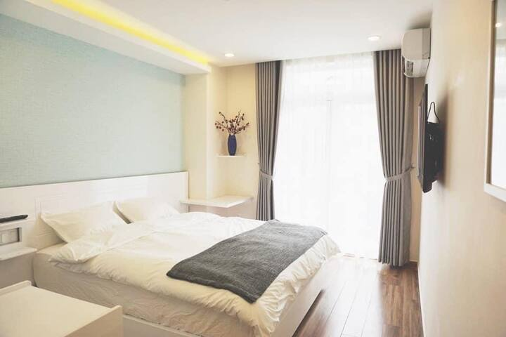 KING SIZE BED-CITY VIEW-5' walk to Lotte Mart