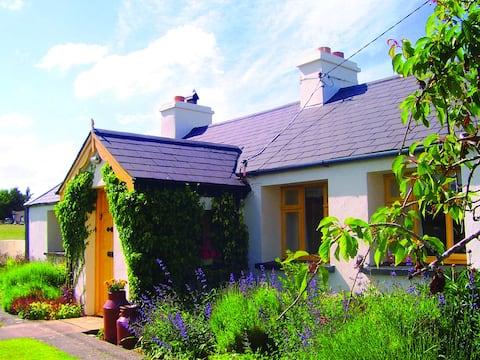 Katie Ann's Cottage (close to beach)