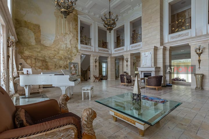 Guest house, Italian palazzo with pool