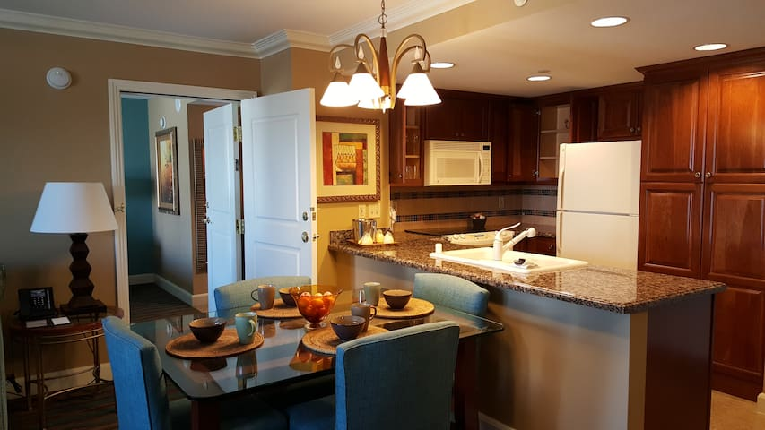 High rise Resort 2BR w/ Kitchen on The Strip!!