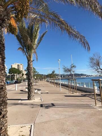 CANNES - Bocca Cabana. .Direkt bord de mer