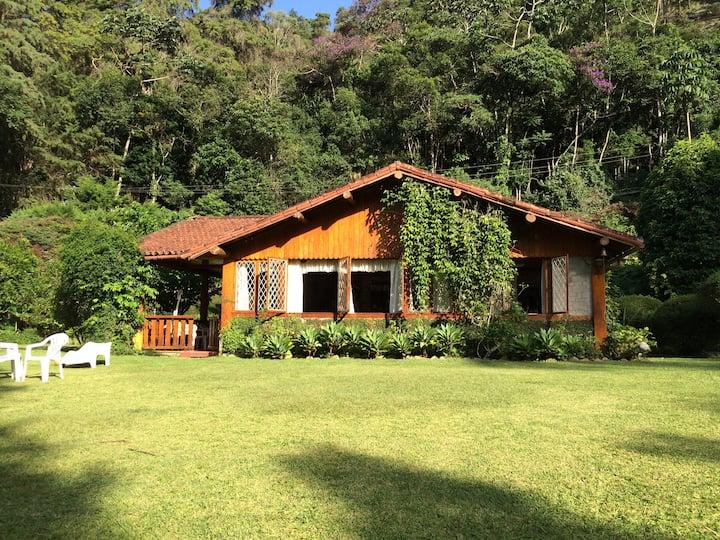 Uma casa no meio da floresta!