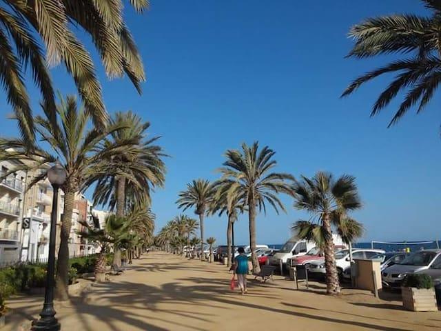 Paseo marítimo Calella (a dos minutos del apartamento)